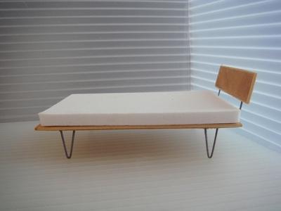 1:24 - V-LEG PLATFORM BED