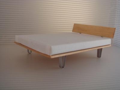 U-LEG BED