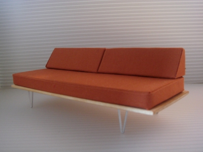 V-LEG DAY BED SOFA